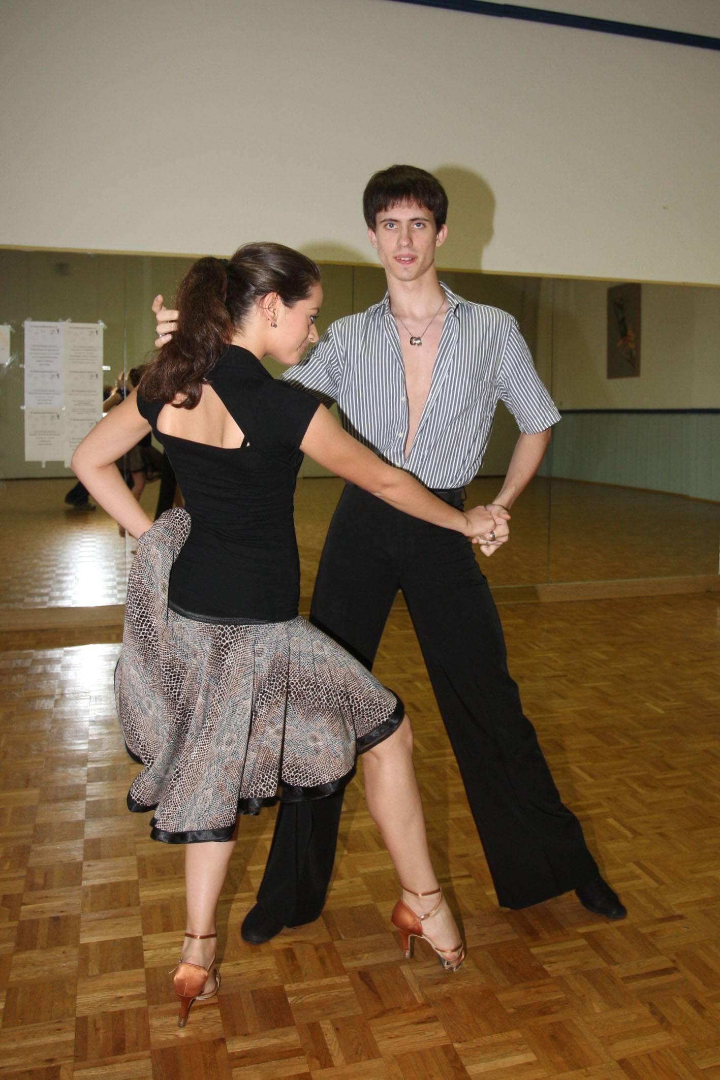 Let S Dance 2021 Das Ist Profitanzerin Malika Dzumaev Fotos Ihrer Karriere