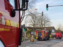 Unbekannte Flüssigkeit ruft Feuerwehr auf den Plan: Wasserfass löst Chemieeinsatz in Grevenbroich aus
