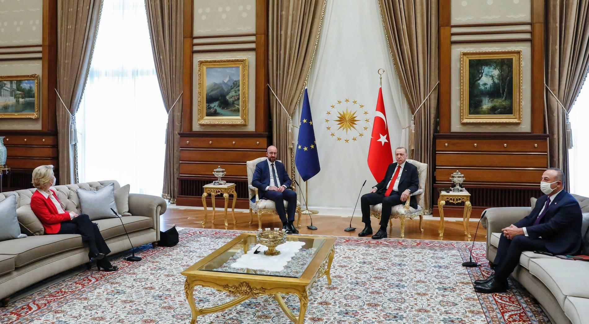 Von der Leyen bei Erdogan: Ein Detail sorgt für Diskussionen
