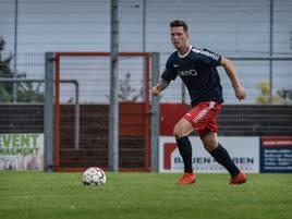 Fußball: Mittelfeldspieler Tim Haal bleibt beim 1. FC Kleve