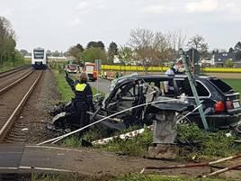 Schwerer Unfall in Grevenbroich: Autofahrer kollidiert nach Verfolgungsjagd mit Zug