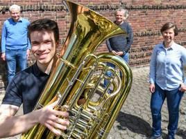 Digitaler Wettbewerb: Ein Virtuose der tiefen Tuba-Töne