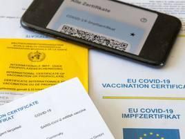 Zertifikat aus der Apotheke: Viele Grevenbroicher holen sich den digitalen Impfpass