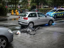 Ostwall in Grevenbroich war gesperrt: Radfahrerin bei Unfall im Stadtzentrum verletzt