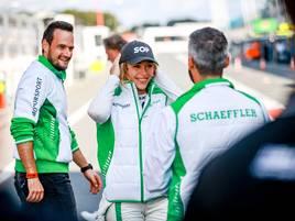 Als Frau im Motorsport: Warum Rennfahrerin Sophia Flörsch Instagram zum Überleben braucht