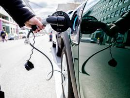 Neuzulassungen: Hybrid-Elektroantrieb in EUerstmals vor dem Diesel