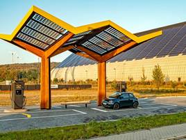 Vier Autos können hier betankt werden: Neue E-Tankstelle auf Zechengelände Lohberg