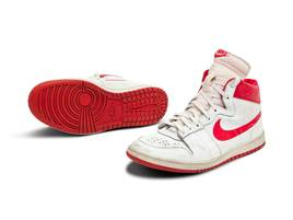 Schuhe von Basketball-Legende: Sneaker von Michael Jordan für 1,26 Millionen Euro versteigert