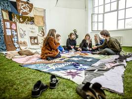 Absolventen der Kunstakademie in Düsseldorf: Picknick im Atelier