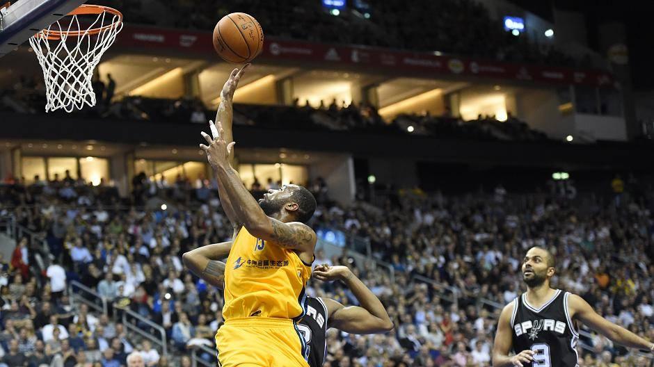 NBA Global Games: Alba Berlin - San Antonio Spurs 94:93
