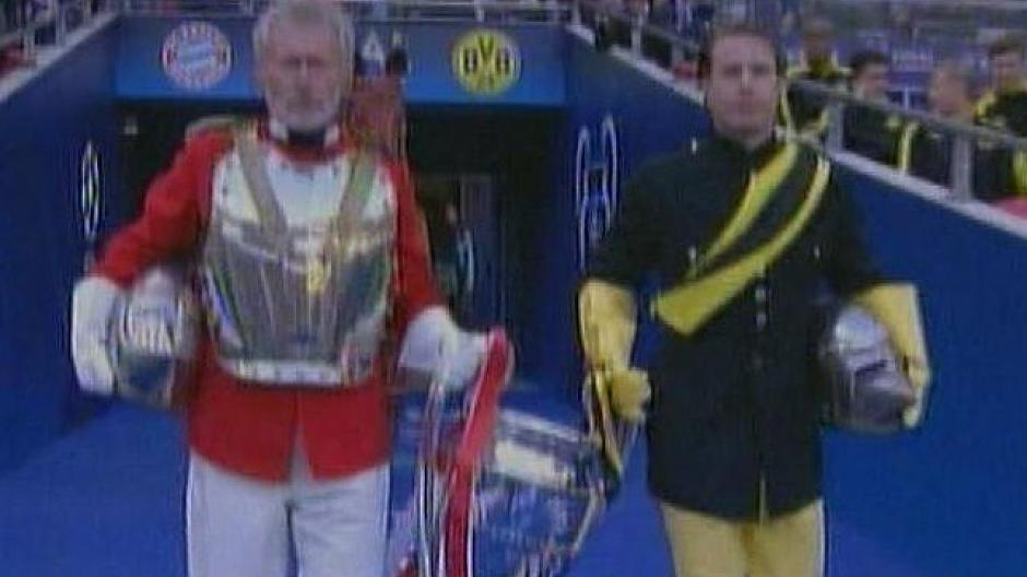Cl 12 13 Finale Ricken Und Breitner Als Ritter In Wembley