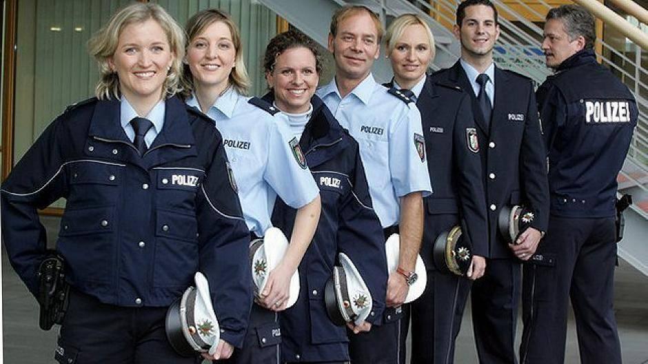 Die Neuen Blauen Polizeiuniformen