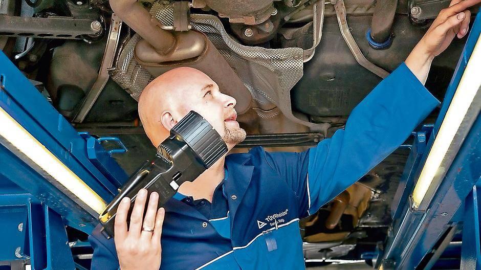 günstigere HU und AU: Wie Sie TÜV-Kosten sparen können