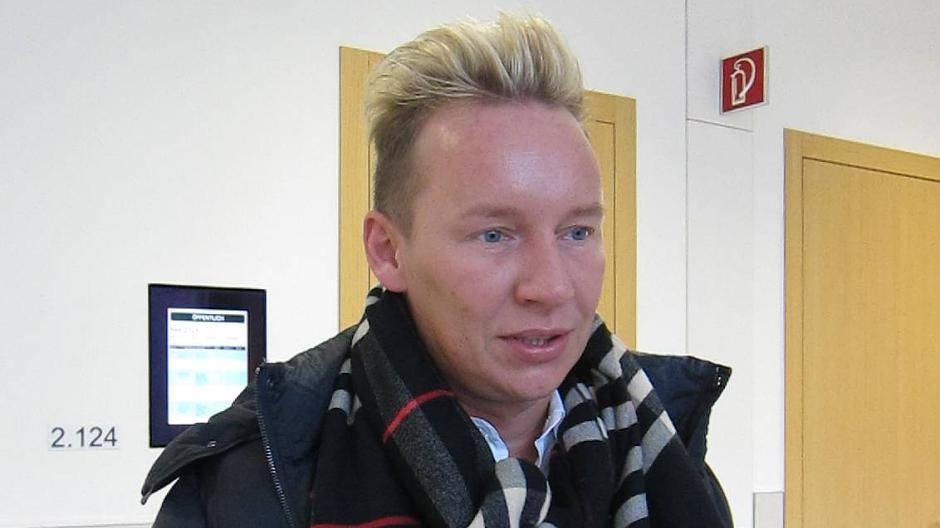 Qvc Moderator Gestorben: Dormagen: TV-Moderator Fordert 10.000 Euro Nach Hunde-Angriff
