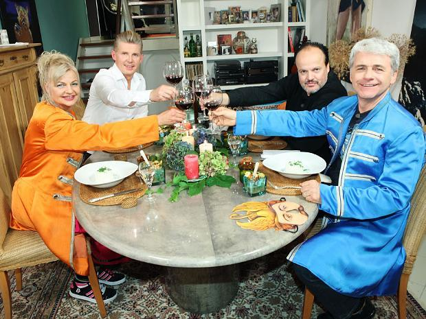 Das Perfekte Promi Dinner Heute Mit Rezepten Von Hubert Kah Und Neue Deutsche Welle Stars Kochen