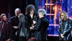 Howard Stern und Bon Jovi in der Rock & Roll Hall of Fame
