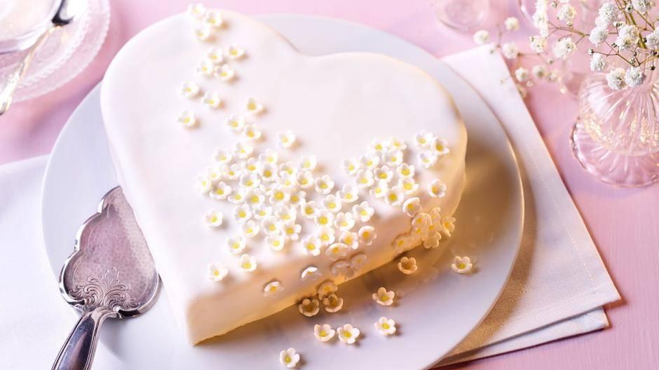 Rezepte Fur Die Perfekte Hochzeitstorte Zum Selbermachen