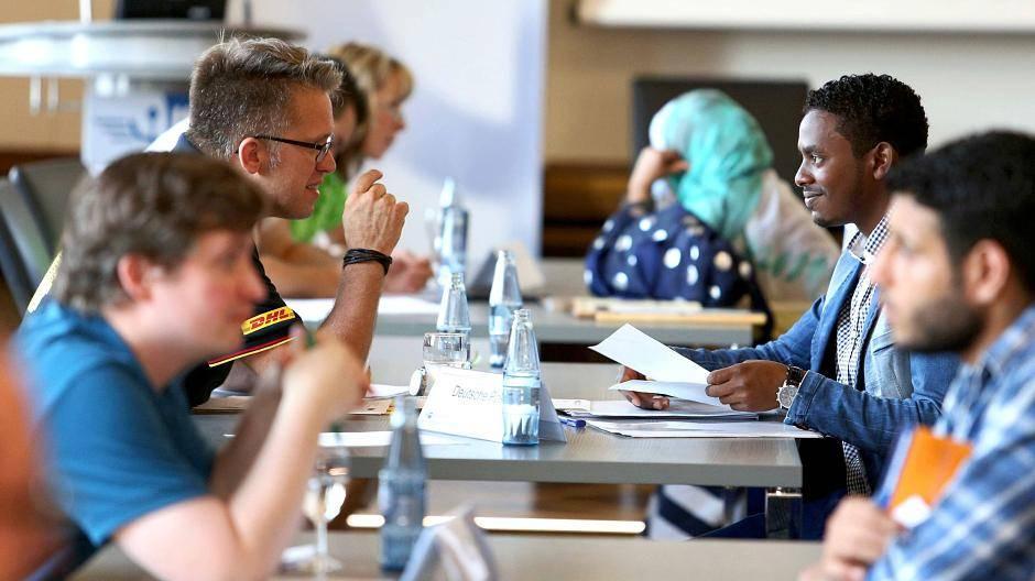 Duisburg: Azubi-Speeddating: IHK bringt Flüchtlinge mit Firmen ins Gespräch