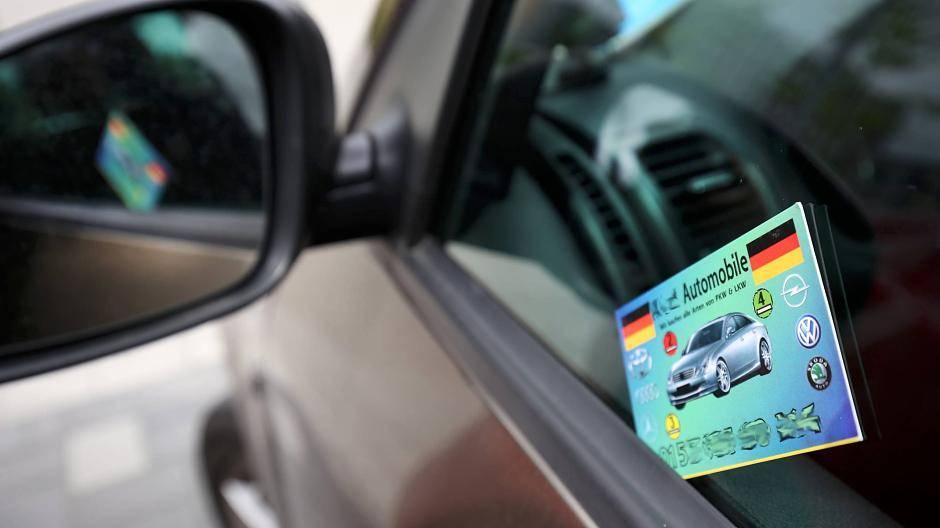 Ratingen Visitenkarten An Autotüren Nerven
