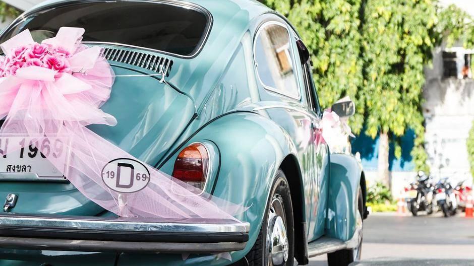 Autoschmuck Fur Die Hochzeit Tipps Zu Gunstiger Und Erlaubter Deko