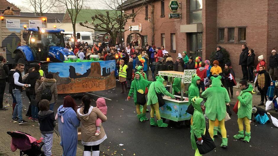 Karnevalszug Rosenmontag Abgesagt