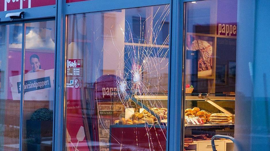 Polizei erschießt Mann nach Angriff vor Bäckerei