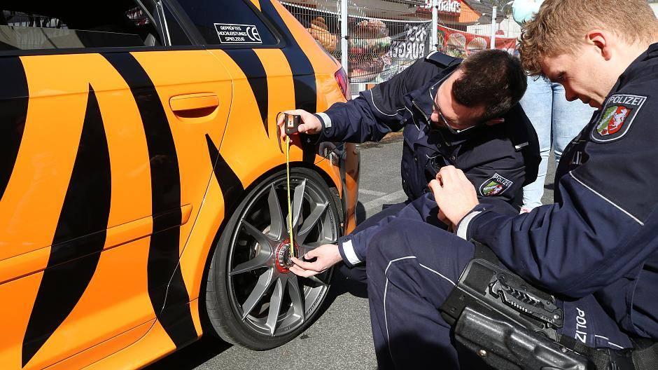 Car Freitag Polizei Kontrolliert Auto Tuner In Nrw