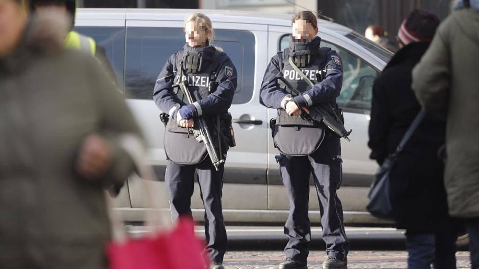 Polizistinnen Ohne Magazin