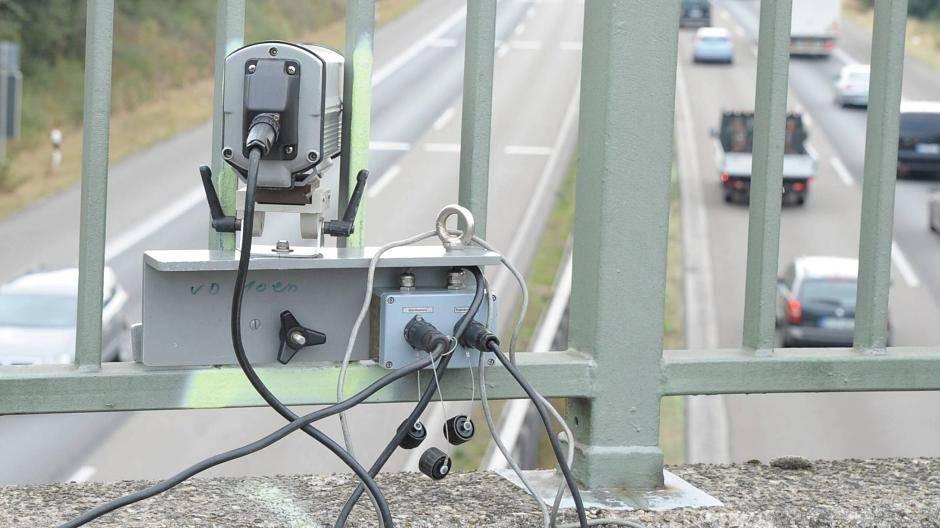Abstandsmessung auf Brücken - so nimmt die Polizei Drängler ins Visier