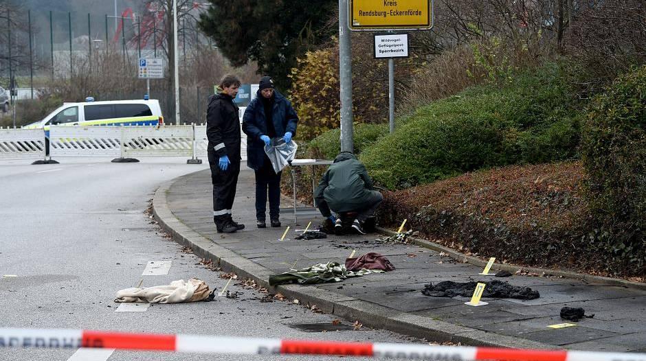 Kronshagen bei Kiel: Frau auf offener Straße angezündet