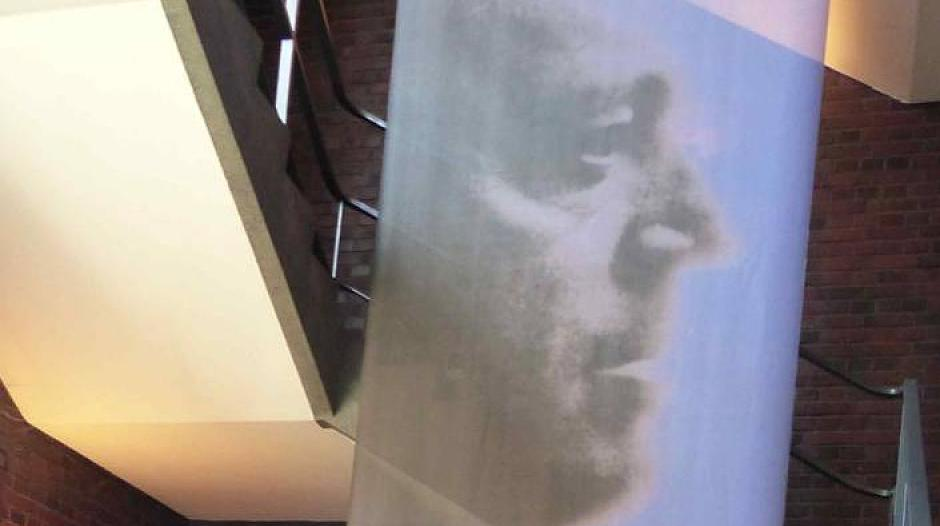 Künstler Krefeld krefeld ostdeutscher künstler malt wandbild im bauhaus zentrum