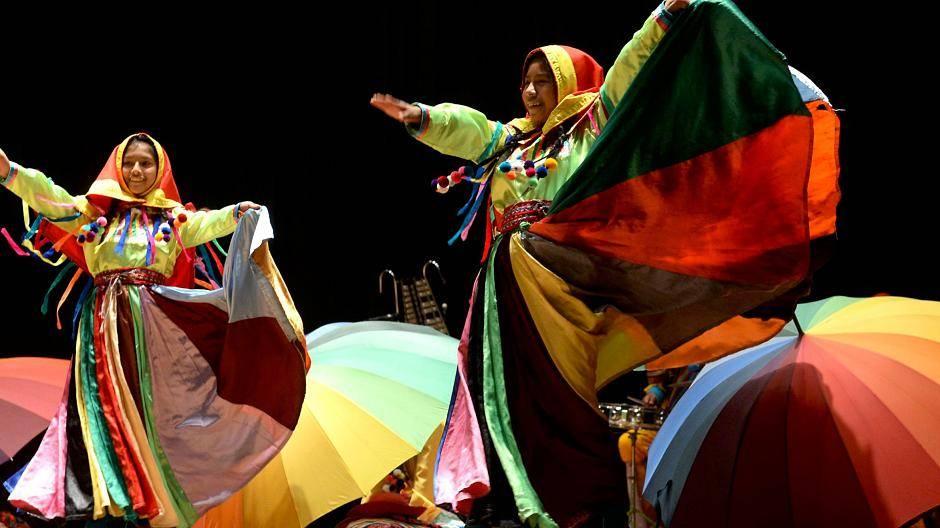 Goch: Kulturkarawane färbt Kastell knallbunt