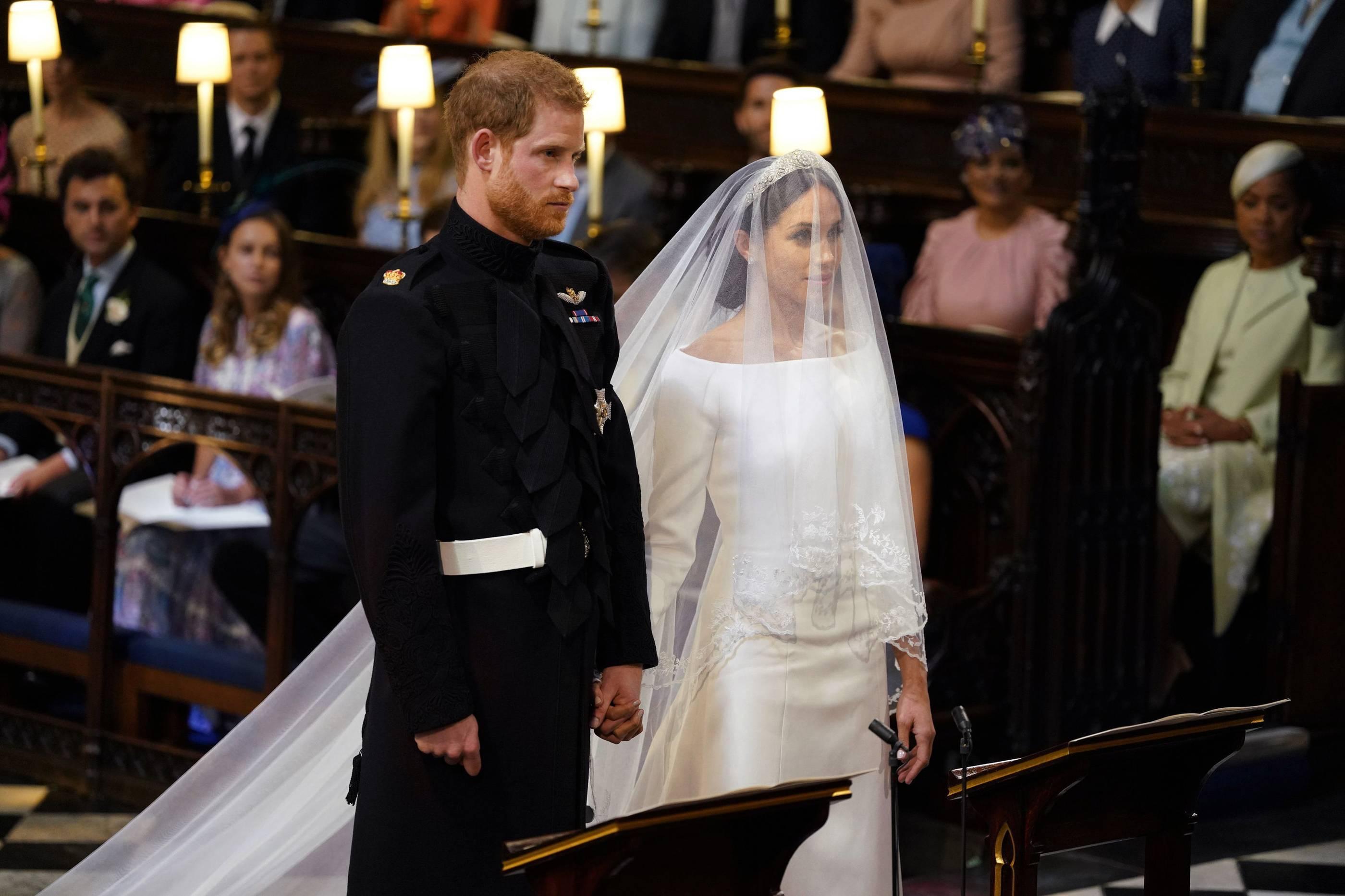 Markle Das Sieht Hochzeitskleid So Meghan Von Aus kiXPZu
