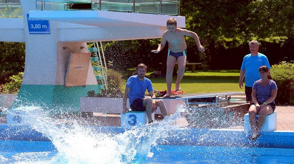 Schwimmbad Rheinberg rheinberg underberg freibad seit gestern geöffnet