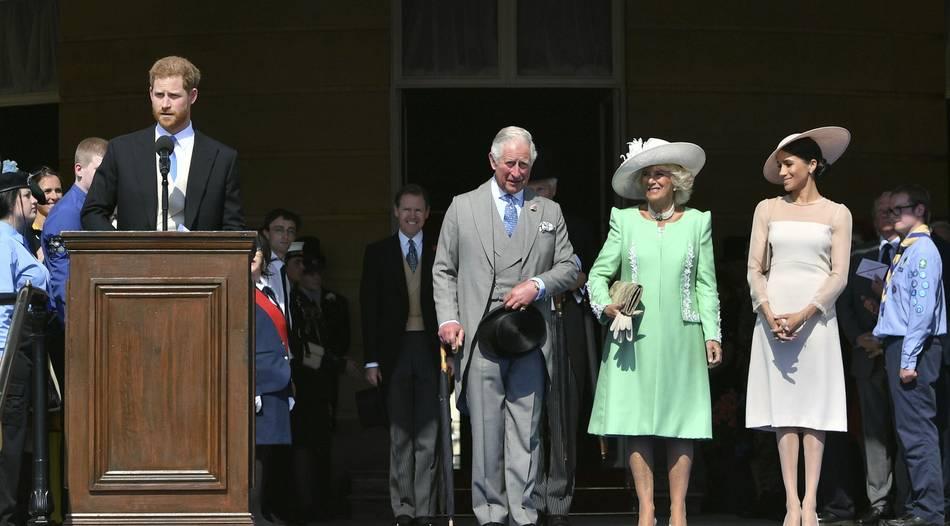 Harry und Meghan auf Gartenparty im Buckingham-Palast