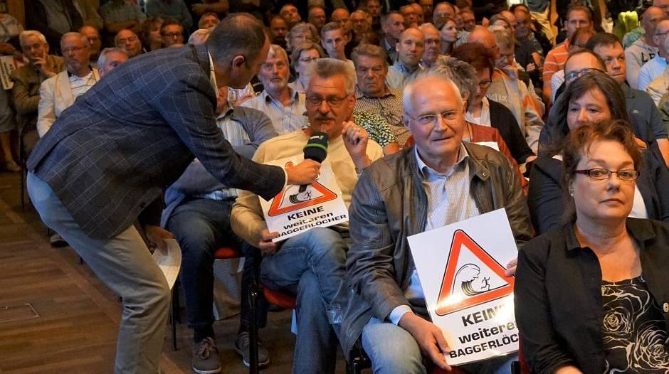 Rees: Auskiesung: Hitzige Debatten im Bürgerhaus