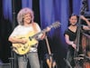 Pat Metheny mit Bassistin Linda May
