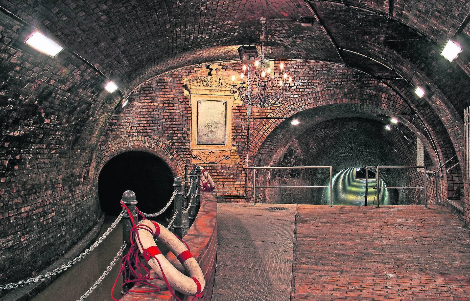 Besichtigung Kronleuchtersaal Köln ~ Ausflugstipps in nrw kanalkonzert in der unterwelt von köln