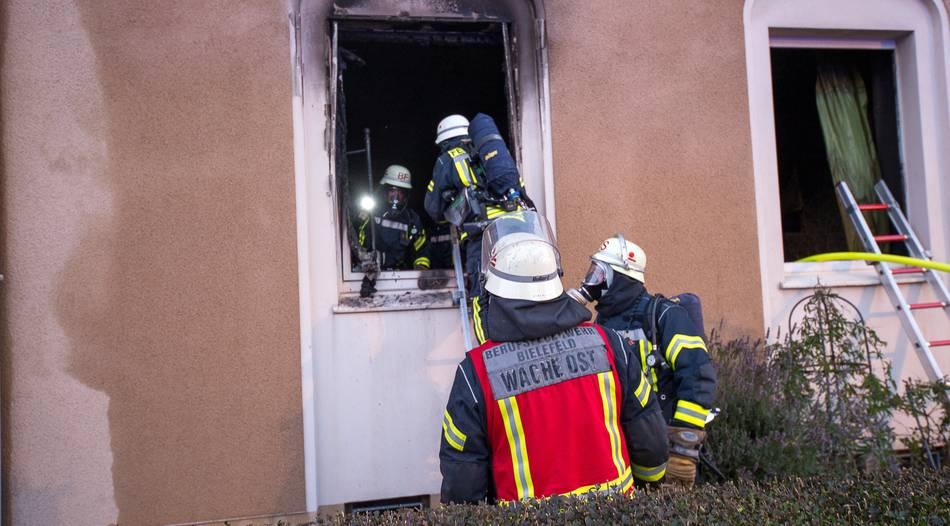 Wohnungsbrand in Bielefeld: Frau schwer verletzt - Mann festgenommen
