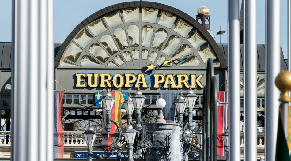 Europa-Park Rust: two monorail cars collide