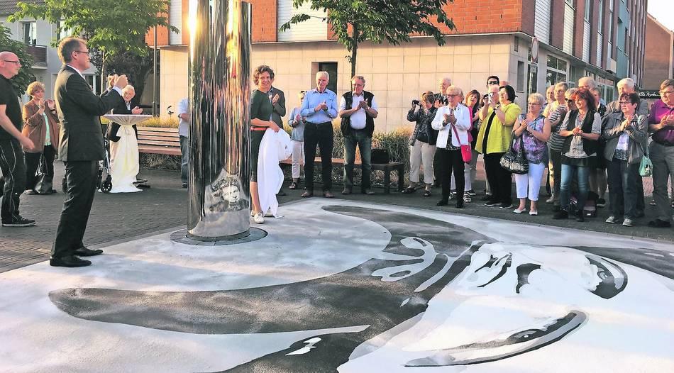Dinslaken Skulptur Erinnert An Jeanette Wolff