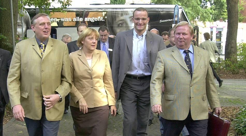 biografie ber jens spahn michael brcker beschreibt den aufstieg des cdu politikers - Jens Spahn Lebenslauf