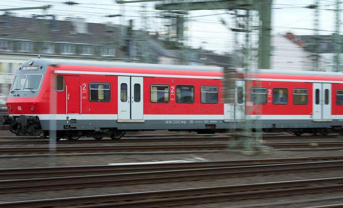 Düsseldorf und Duisburg: Vandalismus legt Bahnverkehr lahm - Bekennerschreiben von Abschiebungsgegnern