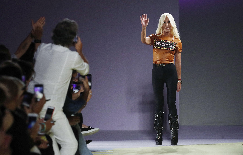 978cb00c9f Michael Kors kauft Versace - Übernahme für rund 1,8 Milliarden Euro