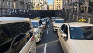 Taxi-Demo in der City in Düsseldorf
