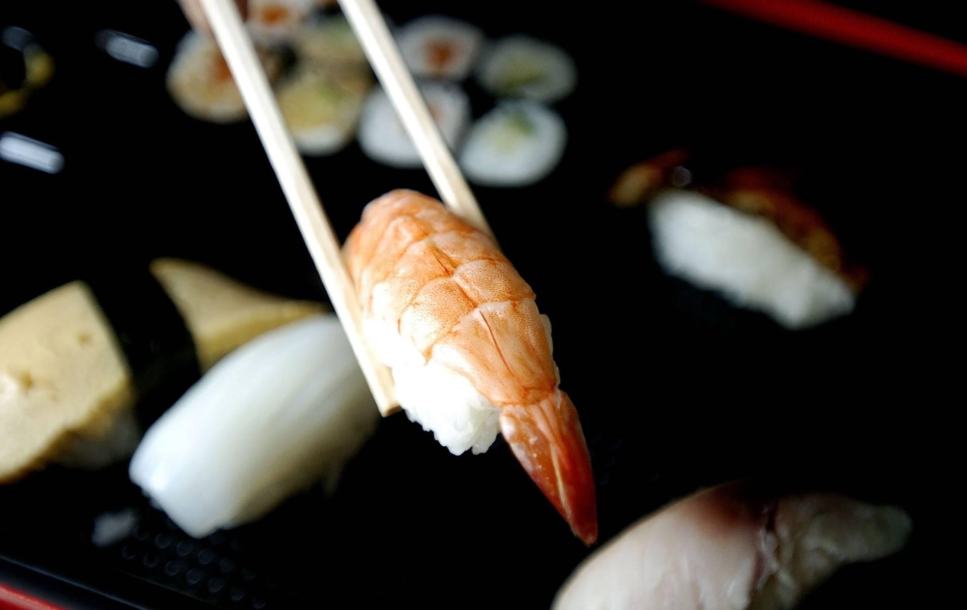 Sushi-Rückruf: Plastikteile in Boxen von Penny und Aldi Süd