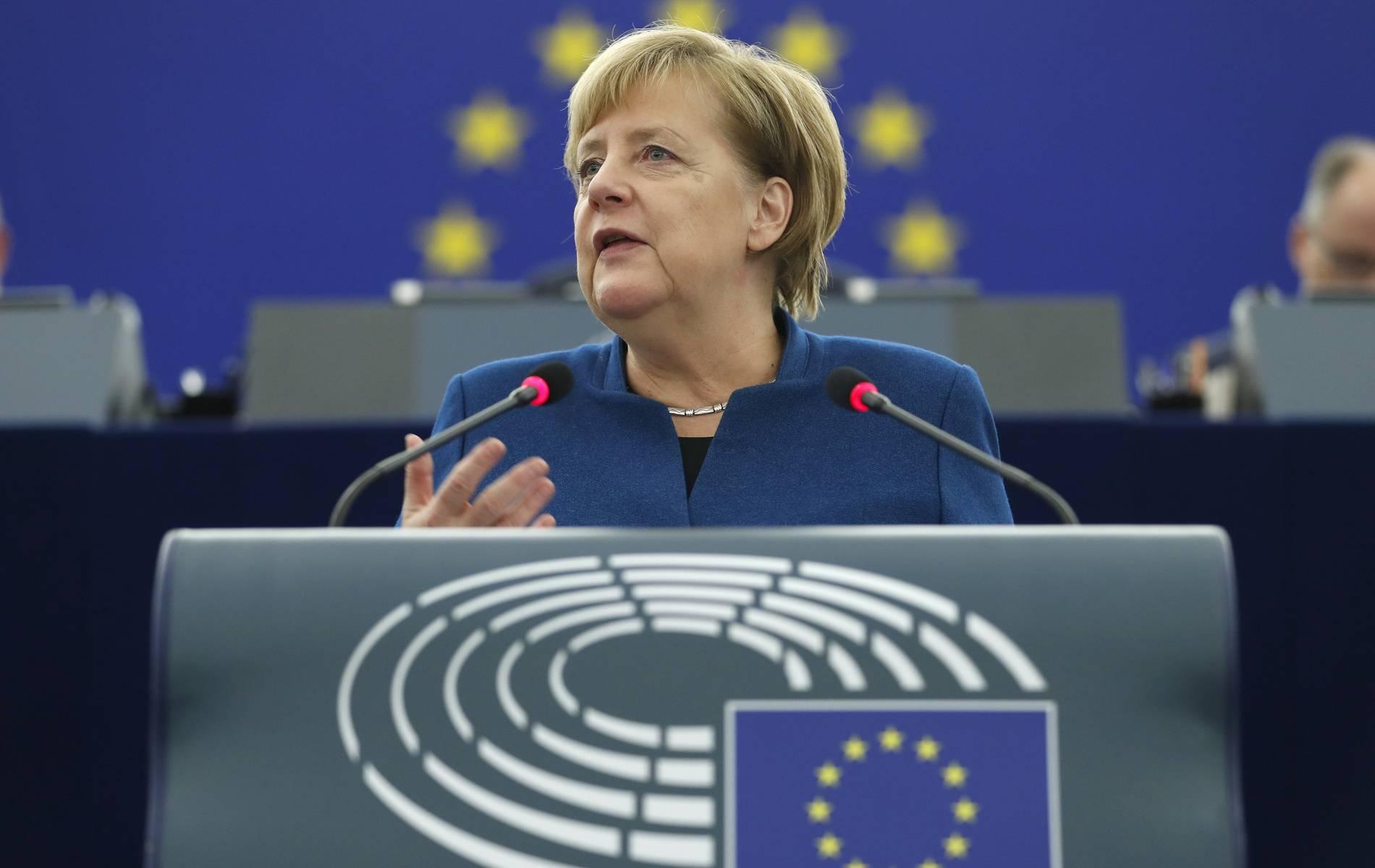 Merkel wird im EU-Parlament von Rechten ausgebuht - so kontert die Kanzlerin