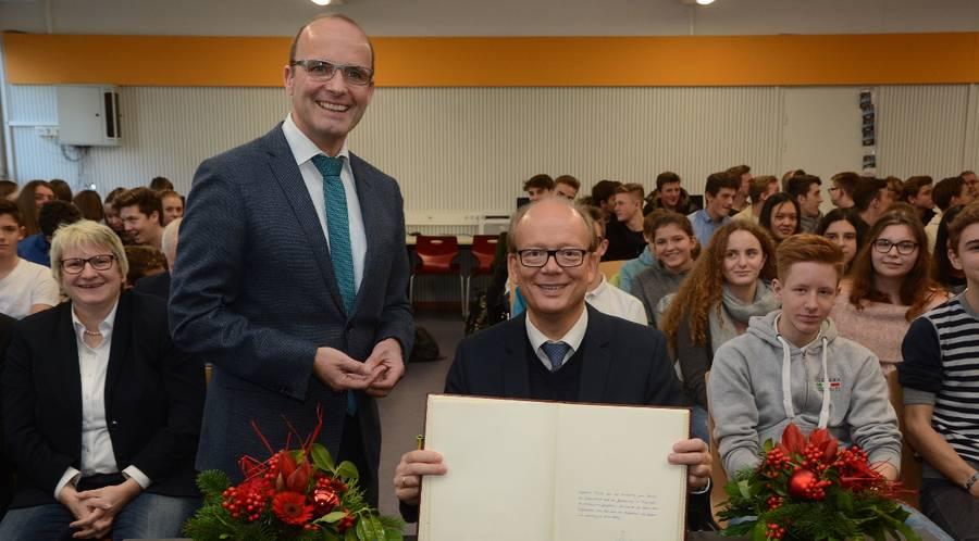 Landtagspräsident André Kuper besuchte am Montag das Schulzentrum St. Tönis
