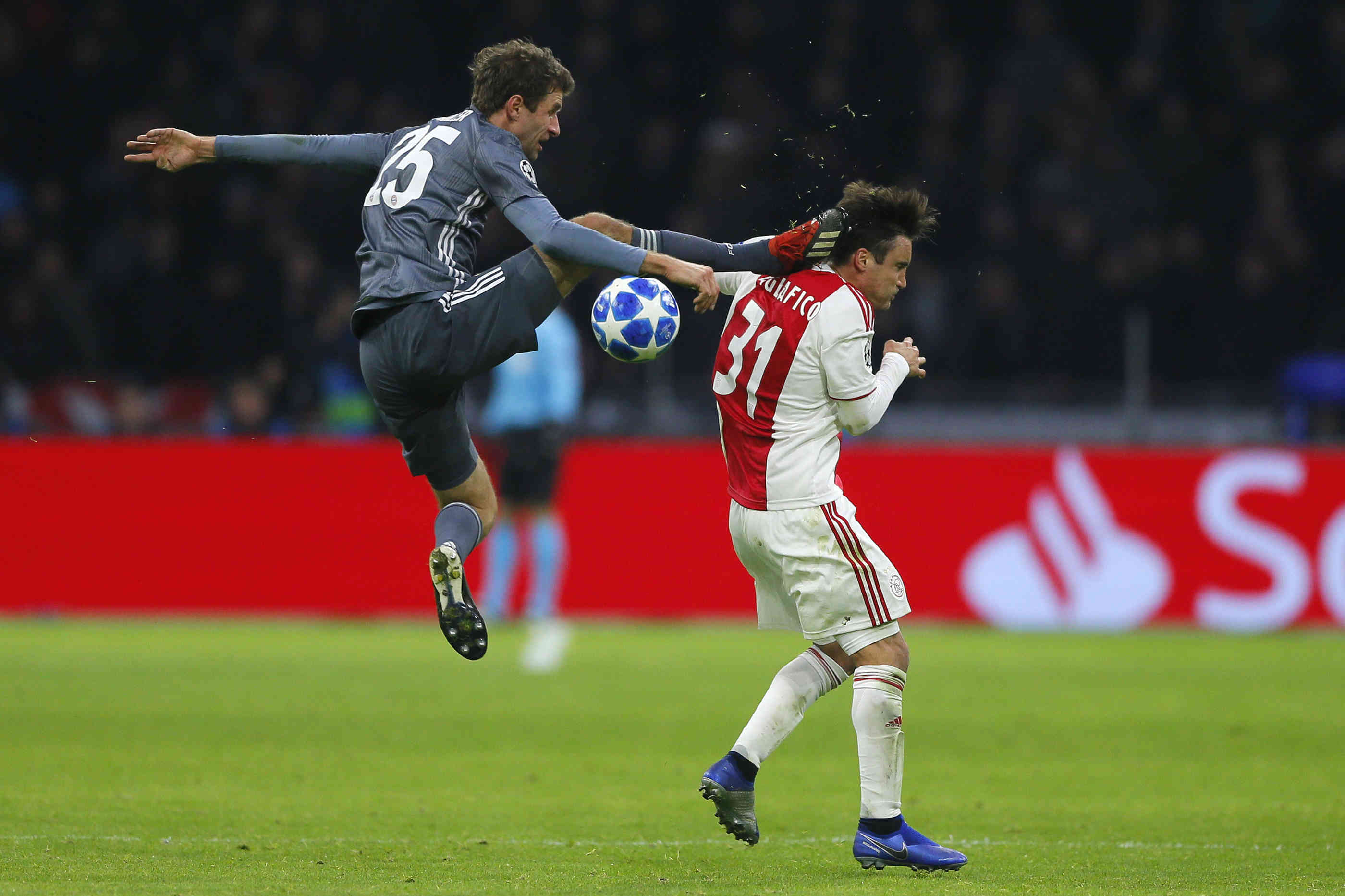 Müller Foul Ajax