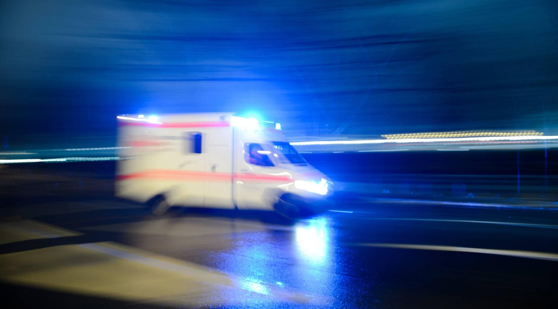 Auto überschlagt sich - sechs Menschen schwer verletzt